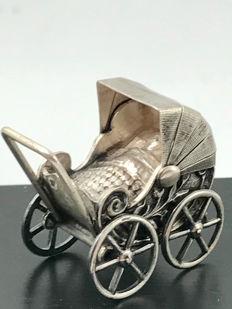 Tweespraak – Psychotherapeut Rob van Boven en psycholoog Luuk Mur praten over ………..ervaringen van een baby.
